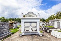 Могильные камни на кладбище Лафайета никаком 1 в Новом Орлеане Стоковое Изображение