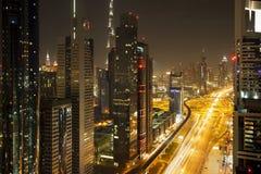 25 100 могут Дубай считали метры больше небоскребов шейха дороги более высокорослым чем там для того чтобы осмотреть zayed Стоковая Фотография RF