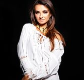 Моделируйте в платье лета белом с ярким творческим составом Стоковая Фотография RF