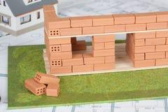 Модельная конструкция дома с кирпичом стоковое фото rf