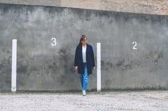 Модельный добавочный размер в стиле улицы стоковое фото rf