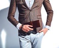 Модель бизнесмена красивой моды стильная одела в элегантном костюме стоковое фото rf