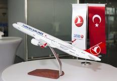 Модель воздушных судн Turkish Airlines Боинга 737-800 Стоковое фото RF