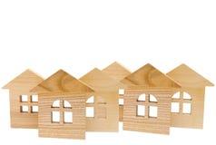 Модель деревянных домов на белой предпосылке, изоляте, концепции  Стоковые Изображения