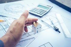 Модель дома мола withs архитектора в наличии и дизайн плана Стоковые Изображения
