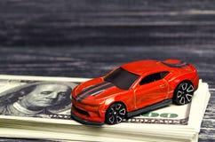 модель и автомобиль с Ameriars кредит, приобретение и продавать или страхование автомобилей Принципиальная схема успеха дела стоковое фото rf