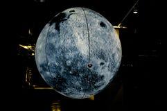 Модель луны сделанная студентами с бумагой и ручкой иллюстрация штока