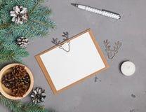 Модель-макет рождественской открытки на серой предпосылке Стоковое Фото