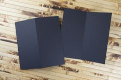 Модель-макет черного буклета на бамбуковой предпосылке Стоковые Фотографии RF