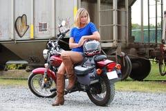 Модель на мотоцикле Стоковые Изображения