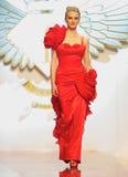 Модель способа носит одежды от волшебной женщины Стоковые Фото