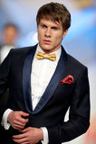 Модель способа носит одежды сделанные Эгом Человеком Стоковые Фотографии RF