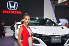 Модель с автомобилем Honda NSX на дисплее на 35th экспо мотора Таиланда международном 28-ого ноября стоковые изображения rf
