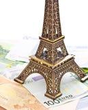 Модель Эйфелевы башни и кредитки евро Стоковые Фотографии RF