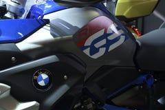 Модель BMW r 1200 GS идет одно лучшее: оба по отоношению к путешествовать пригодность и внедорожное pe Стоковые Изображения