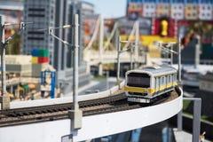 Модель lego поезда МЛАДШЕГО в legoland стоковое фото rf