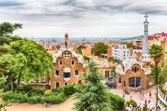 Модернистские здания в парке Guell, Барселоне, Каталонии, Испании Стоковое Изображение RF