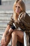 Модная девушка в городе осени Стоковое Изображение