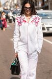 Модная девушка на неделе моды Милана Стоковые Изображения RF