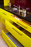 модная кухня самомоднейшая стоковая фотография rf