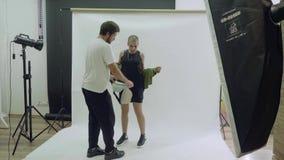 Модная фотосессия новых ультрамодных пакетов fanny видеоматериал