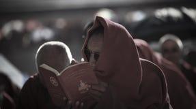 Мое Священное Писание в Тибете стоковое фото