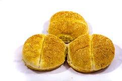 Можете вы увидеть 3 больших серовато-коричневого цвета гамбургера с семенами Стоковые Фотографии RF