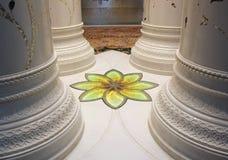 Мозаика детализирует мечеть Zayed, внутри интерьера, украшение стоковая фотография rf
