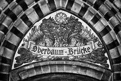 мозаика Указатель для того чтобы назвать мост Oberbaumbruecke beriberi Германия стоковая фотография rf