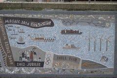 Мозаика Queenhithe вдоль северного банка Темзы Стоковое фото RF