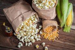 Мозоль и попкорн в деревенской версии Стоковое фото RF