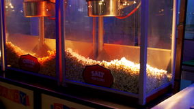 Мозоль шипучки на квадрате Soho на ноче в Sharm El Sheikh, Египте сток-видео