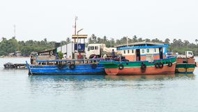Мола и паром к виску Nainativu Nagapooshani Аммана - Kayts - Джафне - Шри-Ланке стоковое изображение
