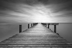 Мола на озере Starnberger видит, Германия, черно-белая стоковые изображения rf