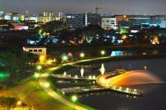 мола фонтана рыболовства осветила pandan резервуар Стоковая Фотография