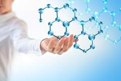 Молекулы в руке, молекулярной медицинской абстракции в руке Предпосылка молекулы и атомов абстрактная Медицинские Стоковое фото RF