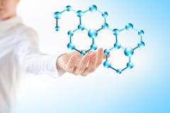 Молекулы в руке, молекулярной медицинской абстракции в руке Предпосылка молекулы и атомов абстрактная Медицинские Стоковое Изображение
