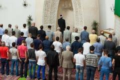 Молитва после полудня в мечети Стоковая Фотография