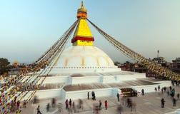 Молитва сигнализирует летание на Boudhanath Stupa символ Катманду, Непала Стоковые Фотографии RF