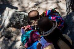 Молитвы случаясь внутри во время праздника дамы Девственницы Copacabana, Боливии стоковые фотографии rf