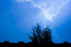 Молния в ночном небе Стоковые Фото
