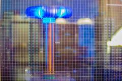 Молния катушки Tesla показывает, электрическая резонирующая преобразовывает Стоковые Фотографии RF