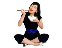 Молодая азиатская девушка есть салат Стоковые Фотографии RF