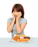 Молодая азиатская женщина с donuts на таблице Стоковое фото RF
