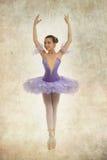 Молодая балерина в типе год сбора винограда стоковые фото