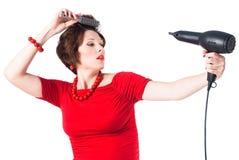 Молодая беременная женщина вводя волос в моду над белизной Стоковое фото RF