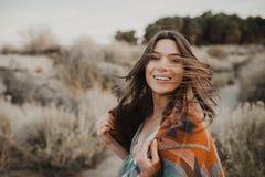 Молодая девушка путешественника битника в цыганском взгляде Стоковые Фотографии RF