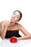 Молодая женщина брюнет с цветком gerbrera стоковая фотография rf