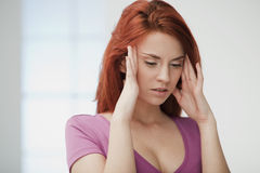Молодая женщина в боли. Стоковое Фото