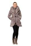 Молодая женщина в пальто стоковая фотография